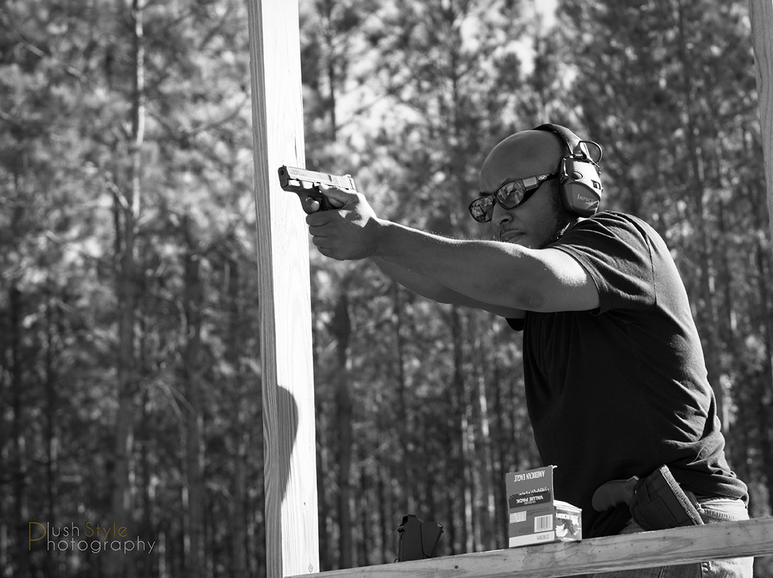 Shooting Smith & Wesson M&P Shield 9mm image